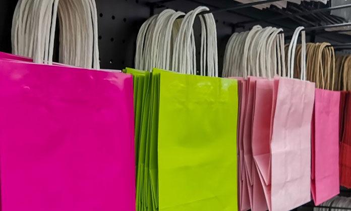 Jak kupować nowoczesne torebki z logo